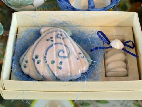 matrimonio,matrimonio in costiera amalfitana,mezzaluna bombonierezaluna bomboniere,ceramica vietrese,ceramiche vietresi,dolcezze bomboniere,segnaposto,offerta sposi,bomboniere in ceramica vietrese